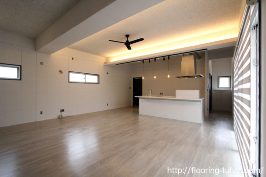 PVCフローリング(デコクリック)の明るいカラーで爽やかなお部屋