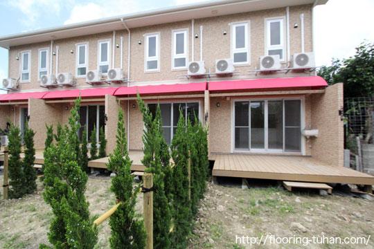 Gウッドデッキ材(WPC/合成木材)をアパートの1階部分へ設置