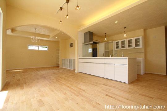 カバ桜無垢フローリング自然塗装仕上げ(小節)を戸建て住宅の床材として採用