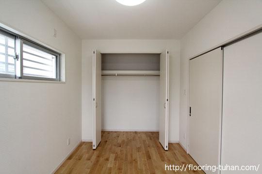 白系統フローリングの代表、カバ桜材を戸建て住宅の床材として使用していただいたお宅