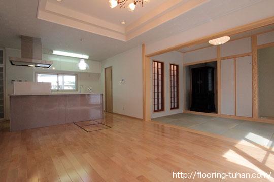 カバ桜無垢フローリングを、リビングダイニングに使用した2世帯住宅