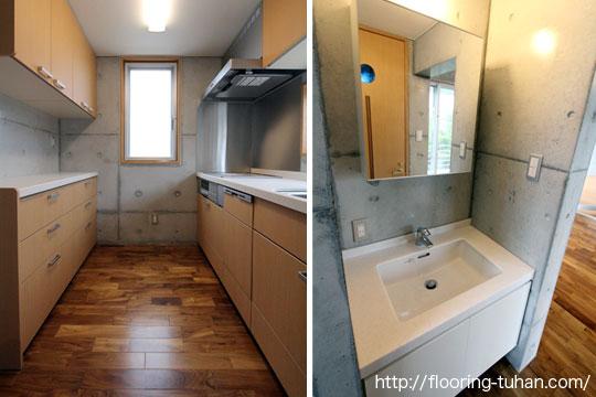桧無垢フローリングをキッチンや手洗い場の床として使用した家(住宅、戸建て住宅)