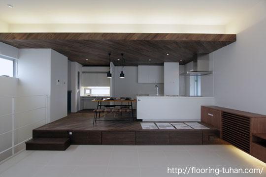 設計士・施主さまが好まれた黒系フローリング、ロックファー無垢フローリングを2階建住宅に使用