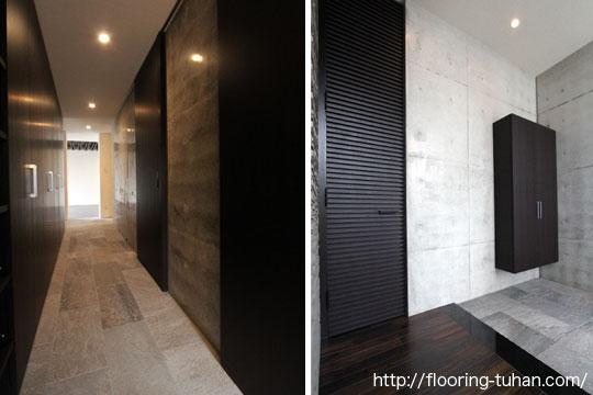 黒を基調とした玄関に繋がる廊下/玄関