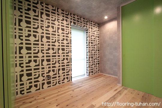 杉無垢フローリングを子供部屋の床材として採用した住宅(洋室にも合う床材)
