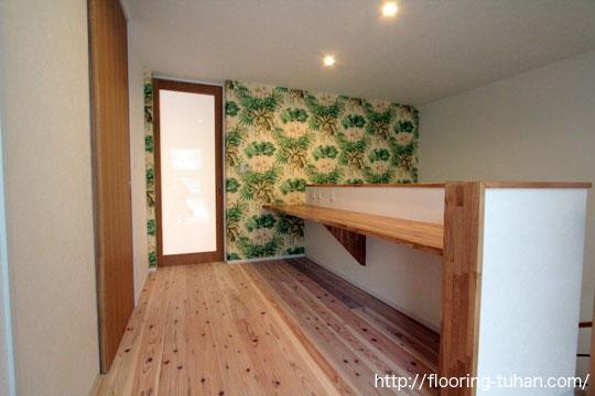 無塗装品の杉無垢フローリングオスも塗装仕上げをして住宅の床材として採用