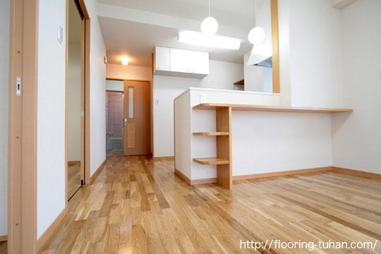 白一色の清潔感あふれるお家、ナラ(オーク)無垢フローリング