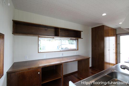 セランガンバツ無垢フローリングを使用したキッチン(リビングダイニング)の床