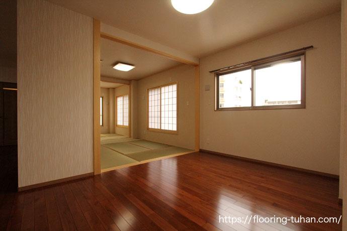 チーク無垢フローリングをリビングダイニングの床材として使用した戸建て住宅