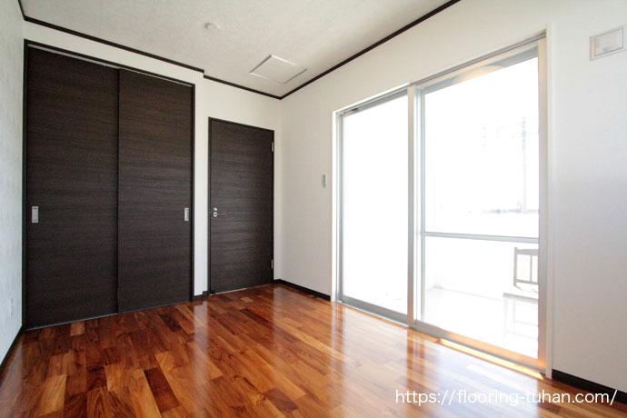 経年変化も楽しめるちーくふろーりんぐを各部屋の床材で使用