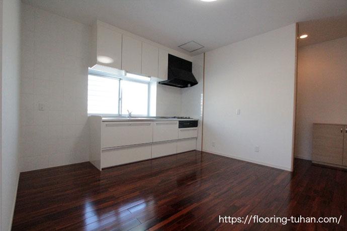 ブラウンチークフローリングを戸建住宅の床材として使用した物件
