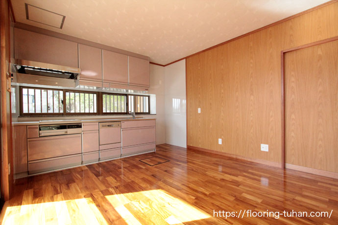 施主さま好みのチーク無垢フローリングで床材を仕上げた家(住宅/戸建住宅/戸建)