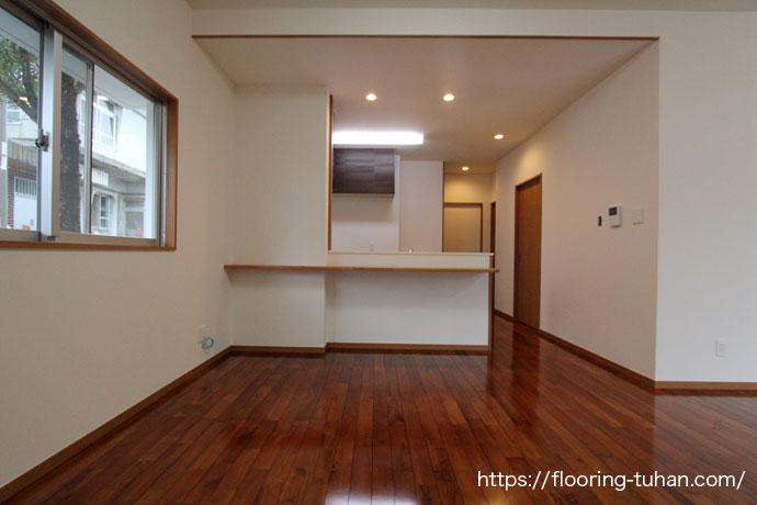 チークフローリングを戸建住宅の床材として使用した物件