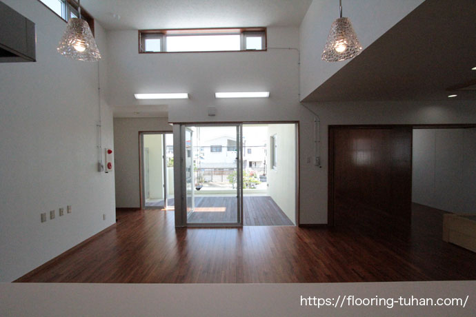 チーク90巾集成3Pタイプ塗装品・スタンダードを使用して頂いた戸建住宅(沖縄県/うるま市)