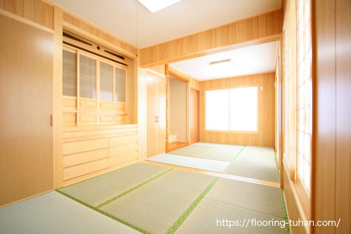 畳間にもマッチする白フローリング、カバ桜材