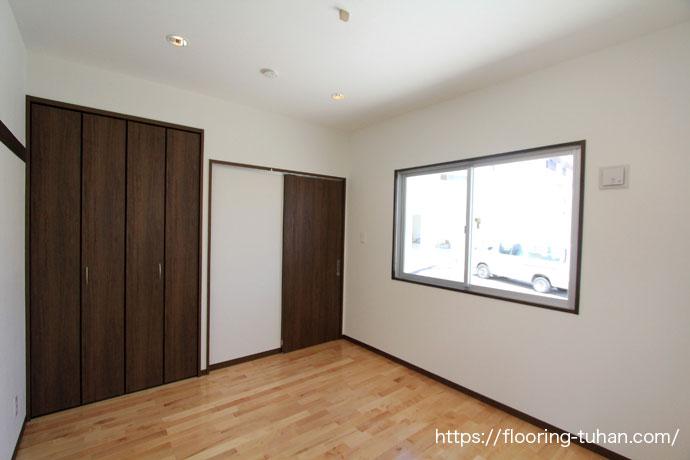 部屋を明るく見せる効果があるため、子供部屋には最適なカバ桜無垢フローリング