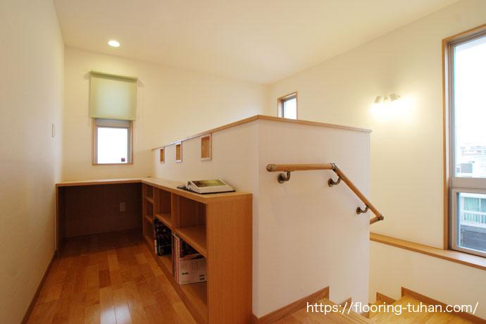 白系統でまとめた2世帯住宅(カバ桜/サクラ/無垢フローリング)