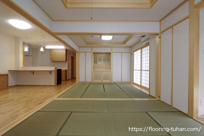 和室にもマッチする白フローリング、カバ桜材