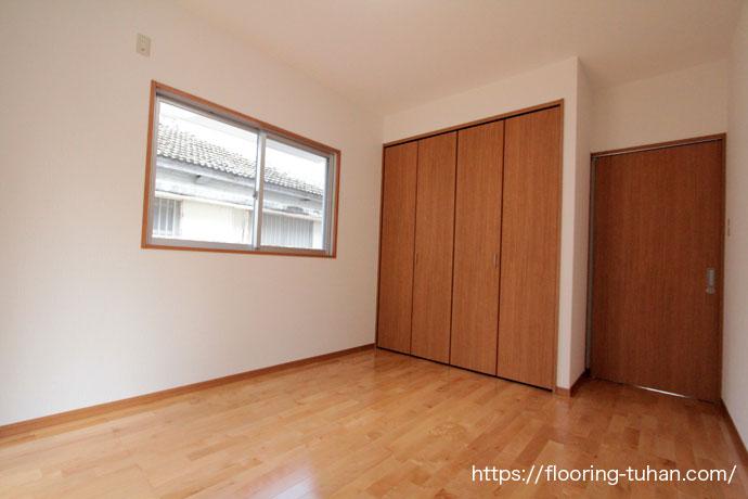 カバ桜フローリングを使用し、全体の色を統一。清潔感あふれる部屋を再現(無垢フローリング/フローリング/カバ桜/バーチ材/住宅床)