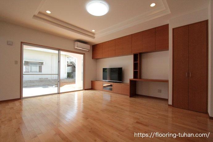 カバ桜無垢フローリングを使用した、リビング(戸建住宅/住宅/家/フローリング/無垢フローリング/床材)