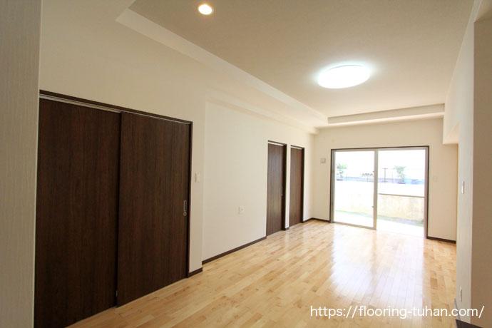 カバ桜無垢フローリングを使用したリビングダイニング、戸建住宅(1階平屋)