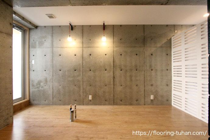 PVCフローリング(デコクリックフローリング/置くだけ・敷くだけフローリング)をアパート物件の床材として使用