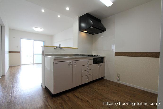 耐久性・耐水性に優れたPVCフローリングをキッチン周りの床材として使用