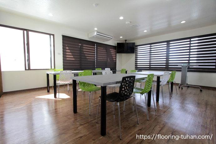 PVCフローリング(デコクリック)を床材として使用したテナント物件(福祉施設)