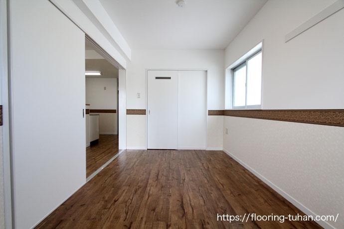 見た目も本物と区別がつかないPVCフローリングを寝室の床材として採用(デコクリック/PVC/置床フローリング)