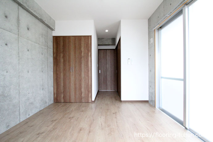 アパート物件の床材として、デコクリックフローリング(PVCフローリング)を使用