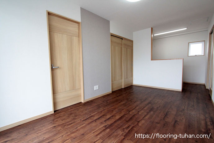 PVCフローリングをアパートの床材として使用した物件(PVCフローリング/デコクリックフローリング/デコクリック/置きフローリング/ボンド不要なフローリング)