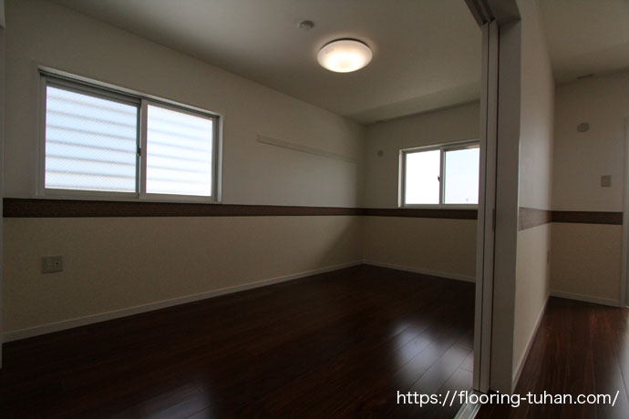 一枚物のクク無垢フローリングをアパート物件の4階部分に使用(ソリッド/無垢材/床材)