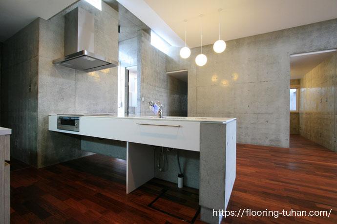 メルバオ無垢フローリングをキッチンに使用したお宅