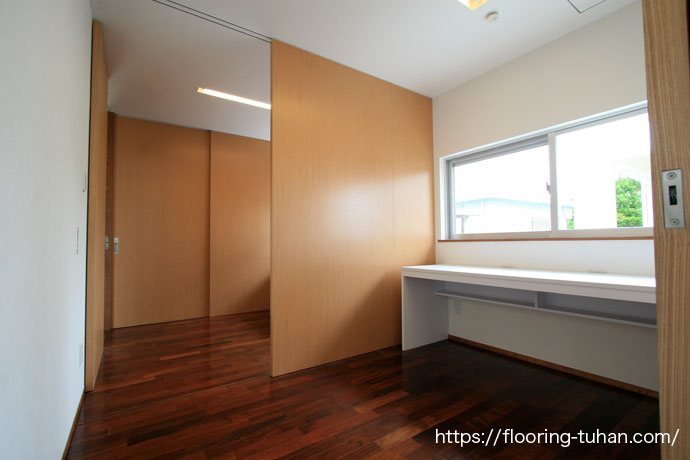 アジアンテイストの風潮を持つメルバオ材を各部屋に採用