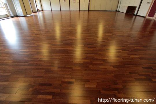 メルバオ材を結婚式場ホールの床材として採用