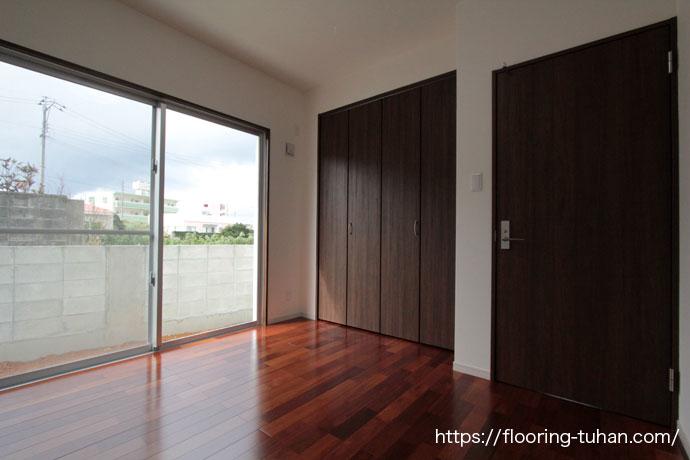 メルバオ無垢フローリングを部屋の床材として使用(メルバオ材/メルバオフローリング/無垢材/無垢床)