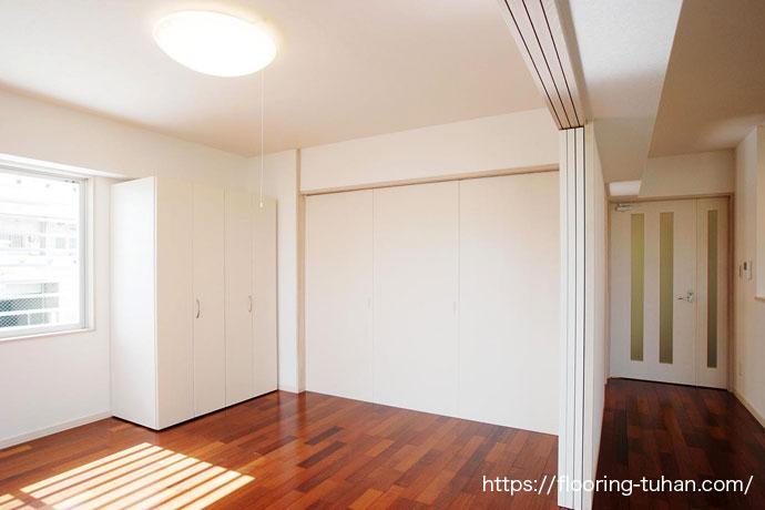 白壁とメルバオ床のコントラスト(メルバオ材)