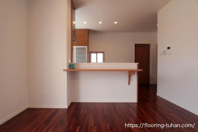 メルバオ無垢フローリングをリビングダイニングの床材として使用