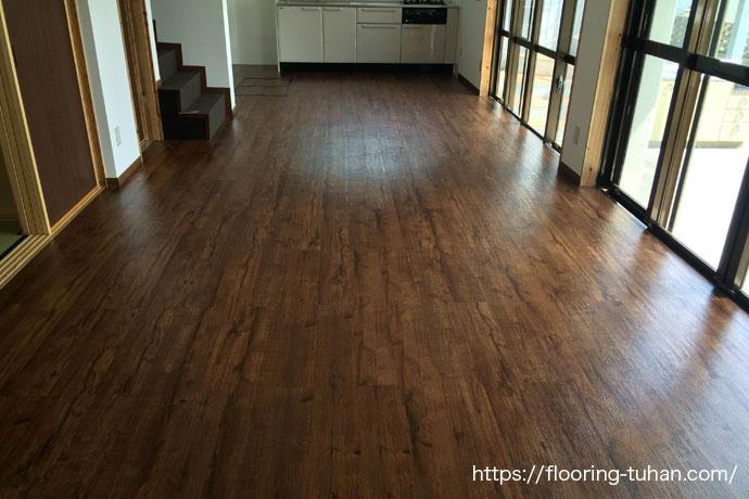 PVC(デコクリック)フローリングをリビングダイニングの床材として使用して頂いた住宅