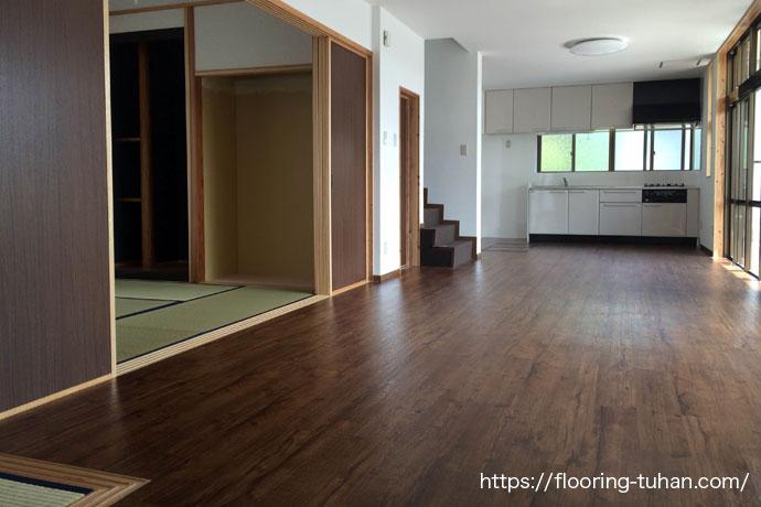 リビングダイニングにデコクリックフローリングを使用した戸建て住宅(床リフォーム)