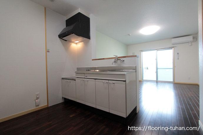 アパートのワンルームタイプに高級感あふれるローズウッド(紫檀)材を使用
