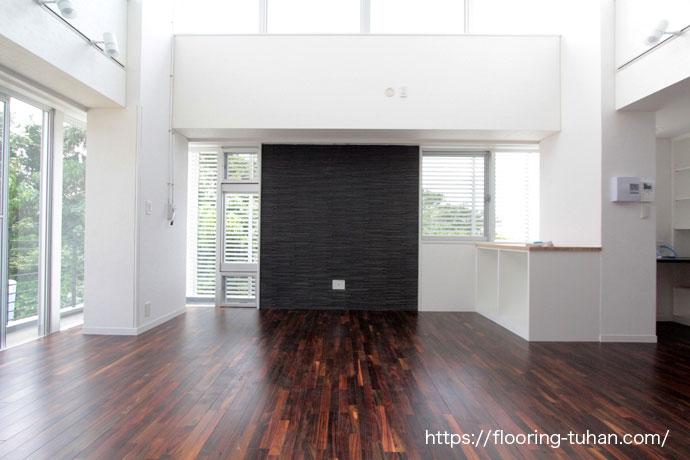 色がきれいな広々リビング(無垢床/フローリング)