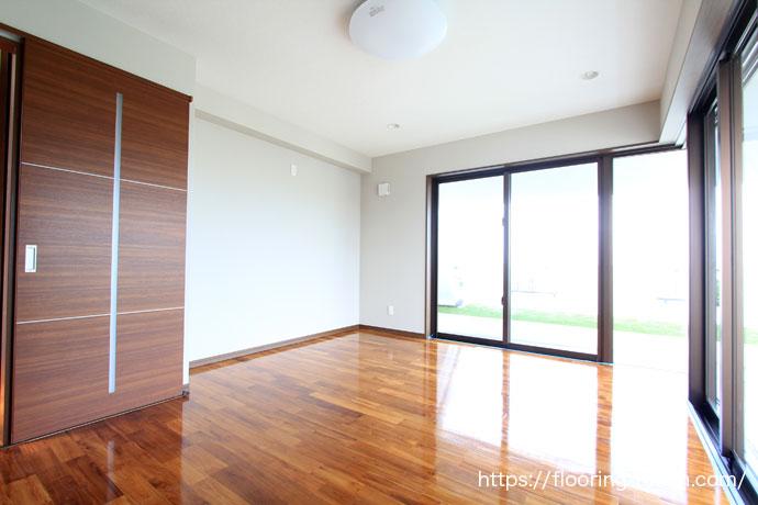 部屋にチーク材を使用し、高級感あふれる空間に仕上げたお宅(チーク材/ビルマチーク材/チークフローリング/チーク床材)