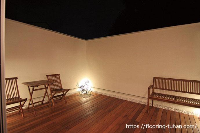 2階にはセランガンバツ材で、ウッドデッキテラスを作成(ウッドデッキテラス/住宅テラス/セランガンバツ材/デッキ材)