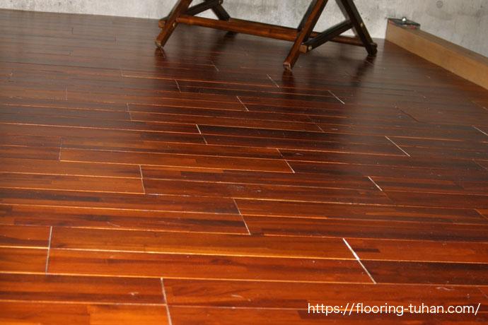 京都のお客様より、チーク着色フローリングを使用して完成した床の写真を頂きました