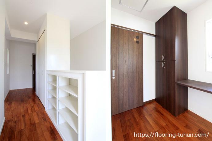白壁とチーク材のコントラストが素敵なお家
