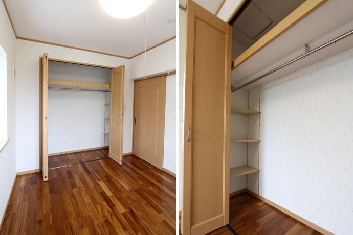部屋の床に無垢のチーク材を使用した戸建て住宅の床