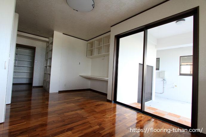 広々としたダイニングにチーク材を贅沢に使用したお家(チーク材/チークフローリング/無垢床サンプル/チークサンプル)