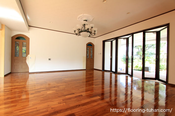 チークを贅沢に使用した3世帯3階建ての家(チーク材/ネシアンチーク材/ビルマチーク材/チークフローリング/無垢床材)
