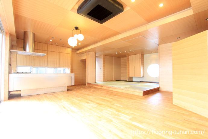 オリジナルの床に仕上げた家、チークフローリング